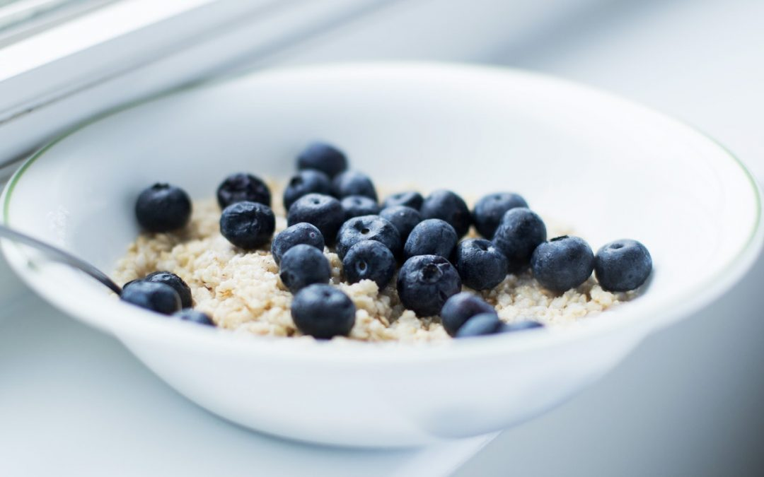 Recipe (Gut food fibre, Brain food omega-3): Blueberry Hemp Overnight Oats