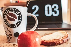 breakfast coffee clock intermitten fasting